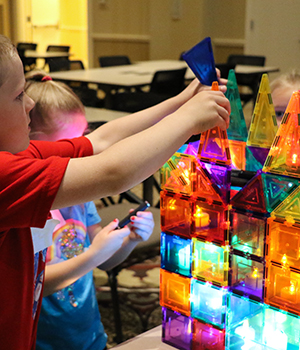 children builing with magnatiles and lights
